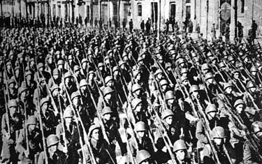 Desfile de unidades italianas